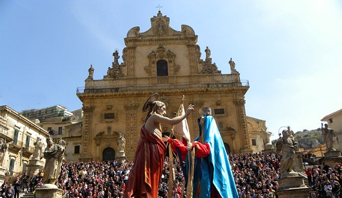The celebration of the Madonna-Vasa Vasa: Easter and folklore in Modica